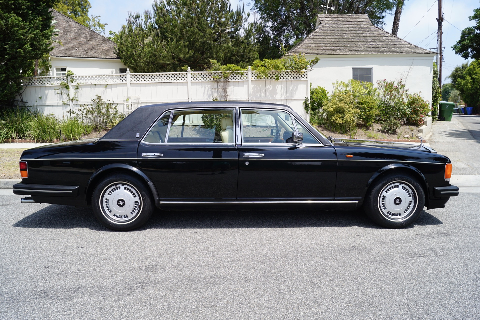 Used 1995 rolls royce flying spur magnolia with black piping torrance ca